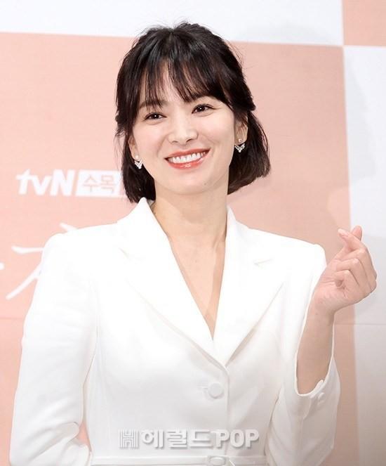 Park Bo Gum thừa nhận mỗi lần tình tứ với Song Hye Kyo đều khiến anh xúc động - Ảnh 3.