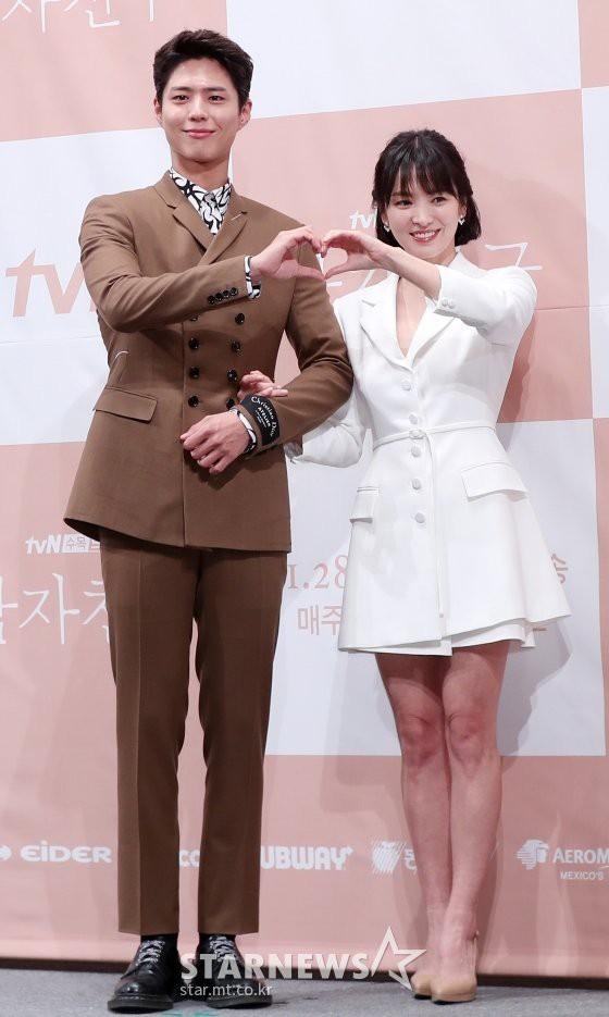 Park Bo Gum thừa nhận mỗi lần tình tứ với Song Hye Kyo đều khiến anh xúc động - Ảnh 4.