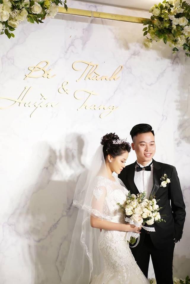 Lần đầu tiên hình ảnh đám cưới nữ nhà văn ngàn share được hé lộ lung linh như thế này đây - Ảnh 7.