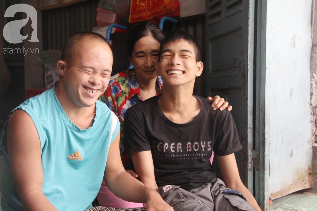 Người vợ nuôi chồng bại liệt cùng 2 con trai tâm thần: Tết này, con cô không còn nhịn đói nữa - Ảnh 10.