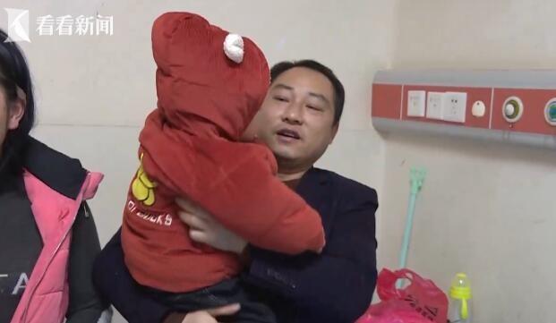 Con trai té vào máy giặt đến tắt thở vì đuối nước, hành động kịp thời của ông bố cứu sống đứa trẻ thành công - Ảnh 2.