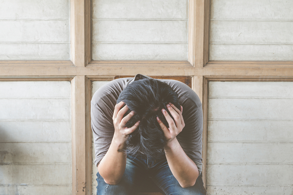 Trở về sau 5 năm bỏ nhà theo gái trẻ, chồng tôi quỳ xuống, nước mắt chảy thành hàng van xin tôi - Ảnh 2.