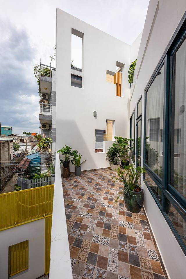 Ngôi nhà Việt đẹp thuyết phục dù xây trên mảnh đất với vô số khuyết điểm  - Ảnh 4.