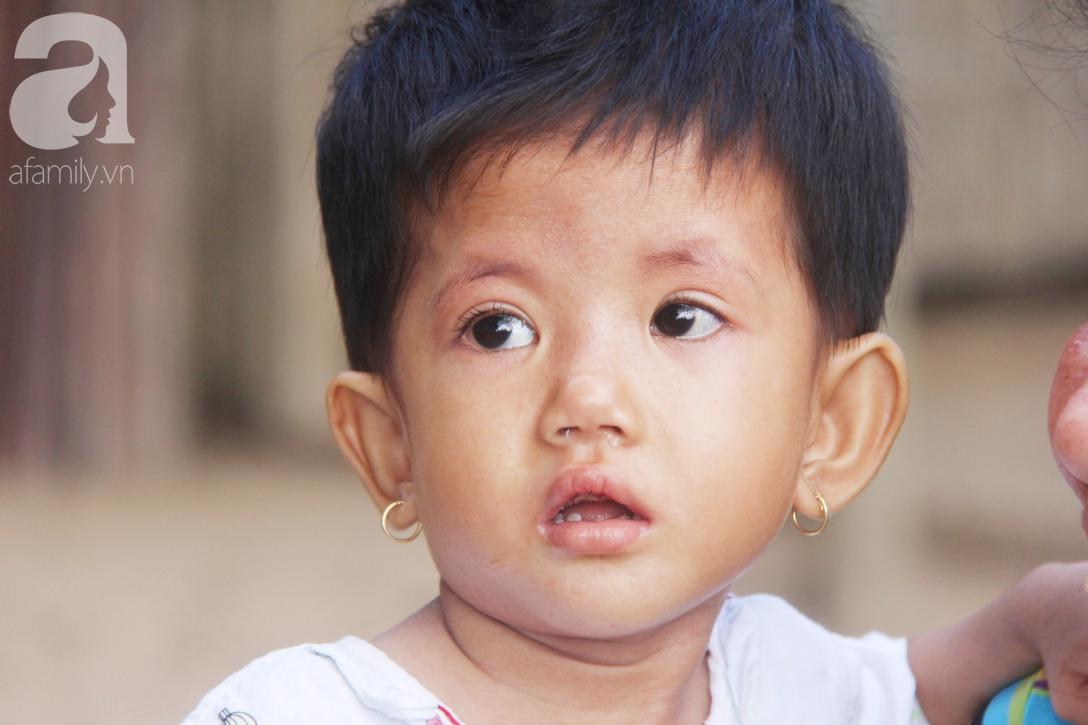 Lời khẩn cầu của người mẹ ôm con gái 2 tuổi bị hở van tim, chỉ nặng 6 ký mà không đủ tiền phẫu thuật - Ảnh 18.