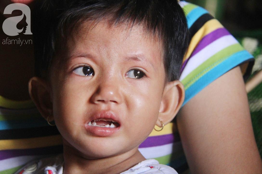 Lời khẩn cầu của người mẹ ôm con gái 2 tuổi bị hở van tim, chỉ nặng 6 ký mà không đủ tiền phẫu thuật - Ảnh 2.