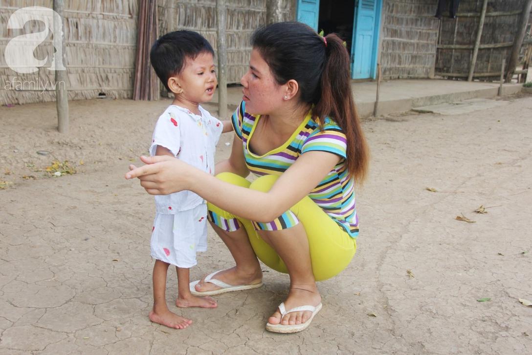 Lời khẩn cầu của người mẹ ôm con gái 2 tuổi bị hở van tim, chỉ nặng 6 ký mà không đủ tiền phẫu thuật - Ảnh 16.