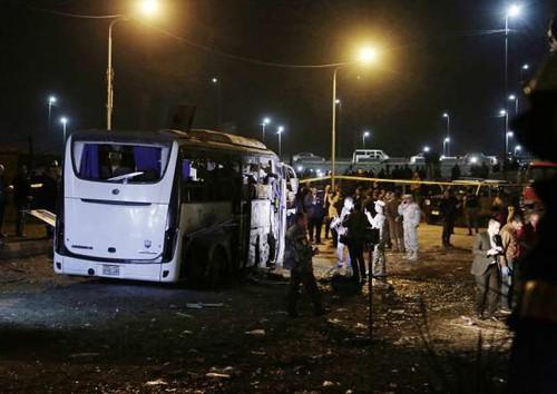 Những nạn nhân cuối cùng trong vụ đánh bom ở Ai Cập đang trên chuyên cơ bay về nước - Ảnh 1.