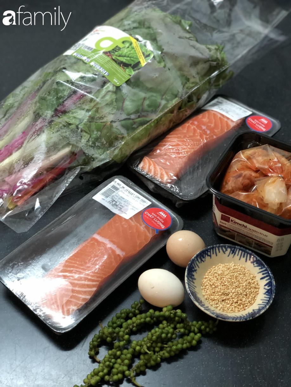 Món cơm Bibimbap nổi tiếng Hàn Quốc hóa ra có thể nấu cực dễ dàng chỉ với 1 chiếc nồi cơm điện - Ảnh 1.