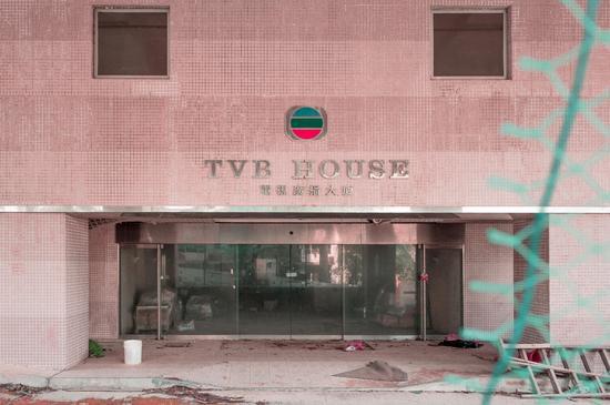 Phim trường cũ TVB bị bỏ hoang: Ngoài ký ức thời hoàng kim còn sót lại là lời đồn về câu chuyện kinh dị cùng cảnh hoang tàn ghê rợn - Ảnh 1.