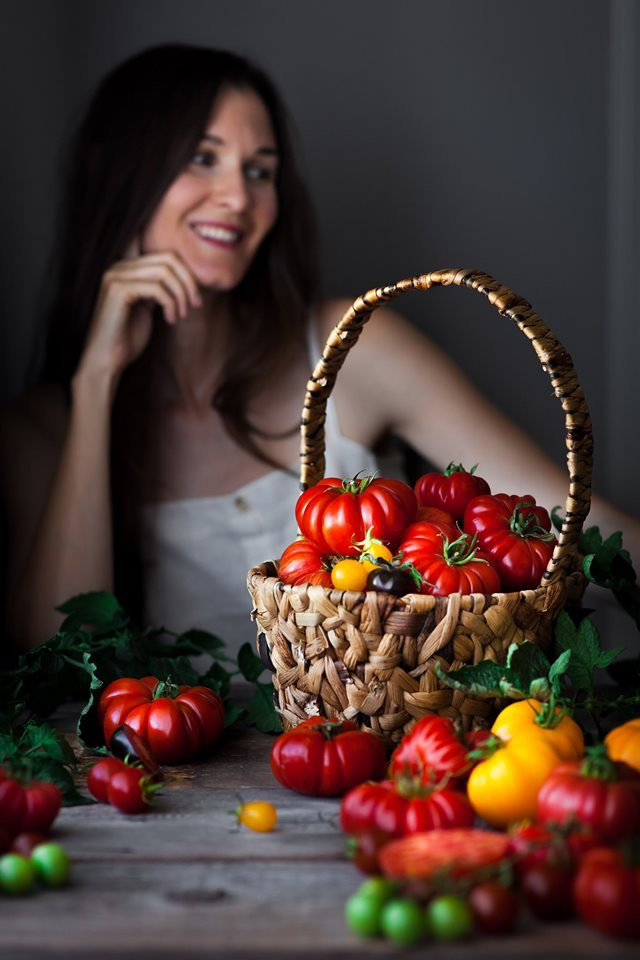Mẹ trẻ xinh đẹp thích sưu tầm hạt giống và phủ xanh mảnh đất quanh nhà bằng đủ loại rau trái - Ảnh 7.
