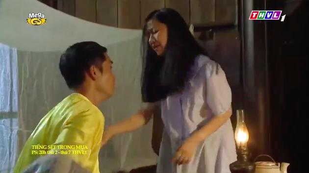 """""""Tiếng sét trong mưa"""": Mới 16 tuổi đã đòi ngủ với con gái Thị Bình, Xuân lao vào ôm Phượng khiến fan lo sợ - Ảnh 6."""