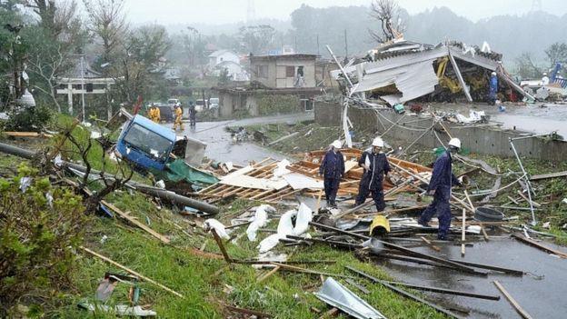 Siêu bão Hagibis chính thức đổ bộ vào Nhật Bản, khiến ít nhất 1 người chết, 33 người bị thương, dự kiến xả đập khiến nguy cơ lũ lụt trên diện rộng - Ảnh 2.