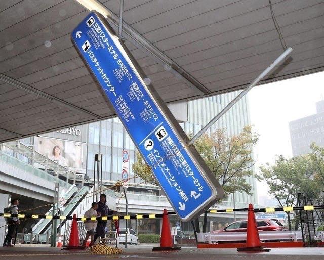 Rùng mình một loạt những khoảnh khắc tàn khốc cho thấy sự nguy hiểm của siêu bão Hagibis sắp càn quét Nhật Bản - Ảnh 3.