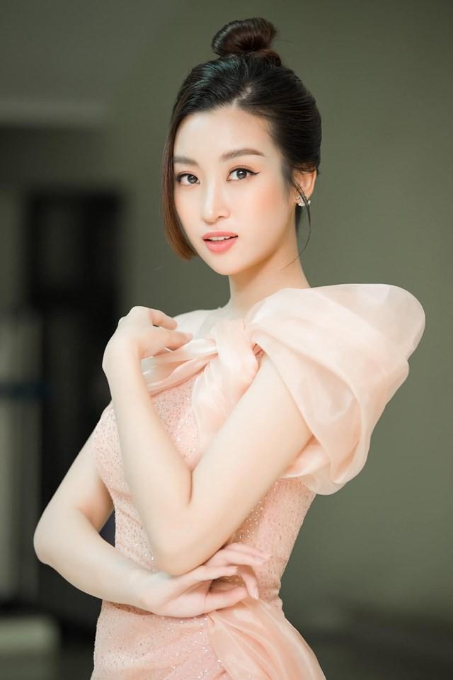 Hoa hậu Đỗ Mỹ Linh, Tiểu Vy cùng Tóc Tiên đẹp không góc chết tại đại tiệc sắc đẹp - Ảnh 4.