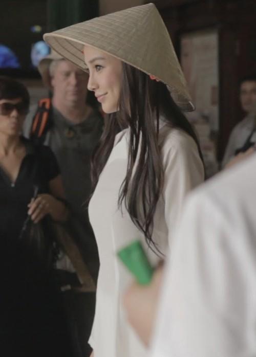 Cùng mặc áo dài Việt, dàn sao nữ ngoại quốc người được tung hô, kẻ bị chỉ trích - Ảnh 7.