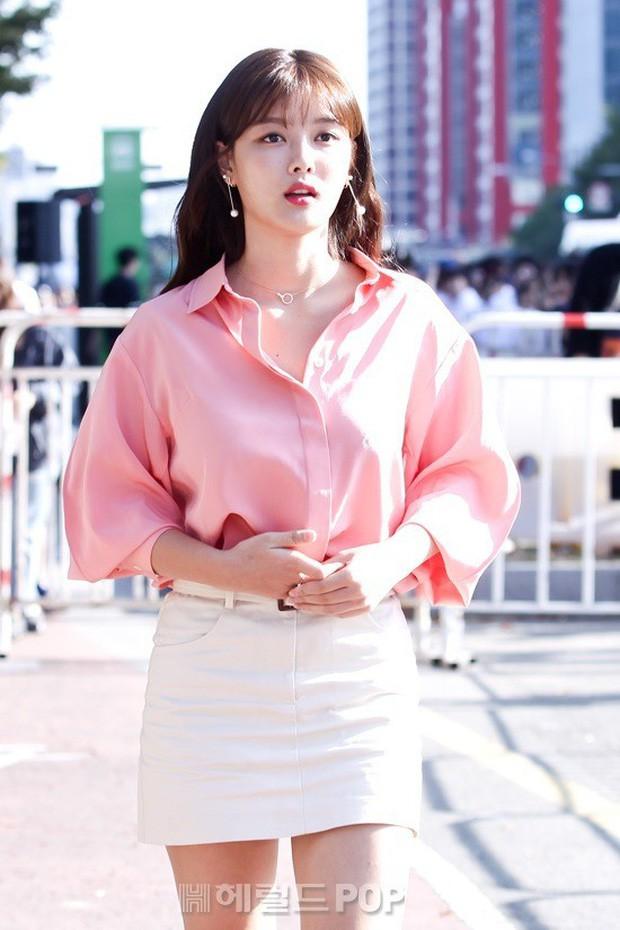 """Nữ diễn viên """"Mặt trăng ôm mặt trời"""" gây bất ngờ với nhan sắc nữ thần, được so sánh với Song Hye Kyo - Ảnh 2."""