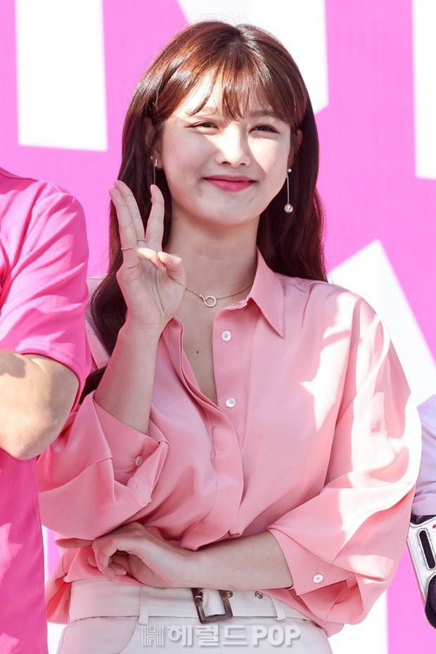 """Nữ diễn viên """"Mặt trăng ôm mặt trời"""" gây bất ngờ với nhan sắc nữ thần, được so sánh với Song Hye Kyo - Ảnh 4."""