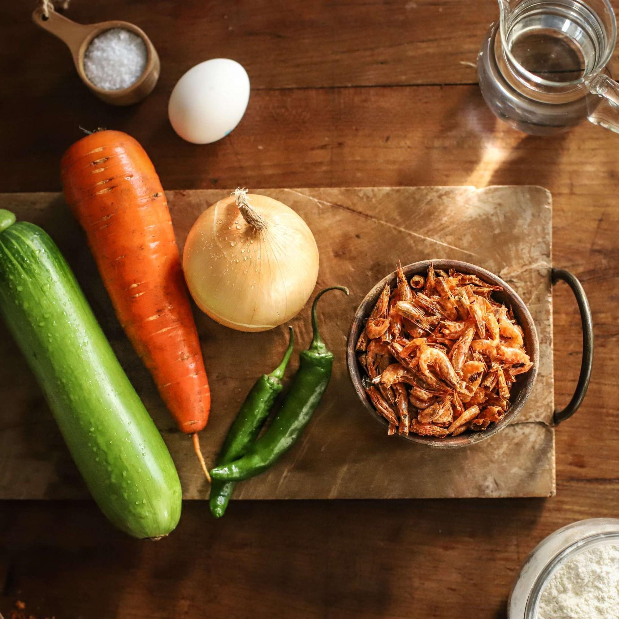 Học người Hàn cách làm bánh tôm dễ như ăn kẹo mà ngon lạ thử một lần là mê - Ảnh 1.