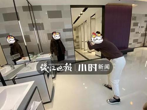 """Nhà vệ sinh trong trung tâm thương mại ở Hàng Châu bị một nhóm phụ nữ """"chiếm giữ"""" hàng giờ vì một lý do không ai ngờ - Ảnh 5."""