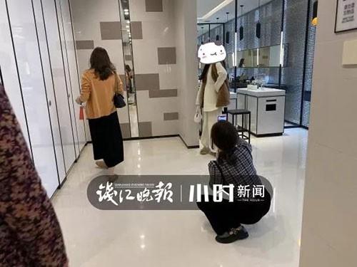 """Nhà vệ sinh trong trung tâm thương mại ở Hàng Châu bị một nhóm phụ nữ """"chiếm giữ"""" hàng giờ vì một lý do không ai ngờ - Ảnh 4."""