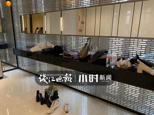 """Nhà vệ sinh trong trung tâm thương mại ở Hàng Châu bị một nhóm phụ nữ """"chiếm giữ"""" hàng giờ vì một lý do không ai ngờ - Ảnh 3."""