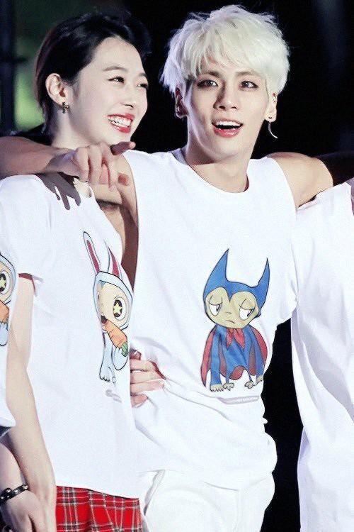 Loạt ảnh hiếm hoi của Sulli và Jonghyun đứng cùng nhau trên sân khấu khiến người hâm mộ bật khóc - Ảnh 2.