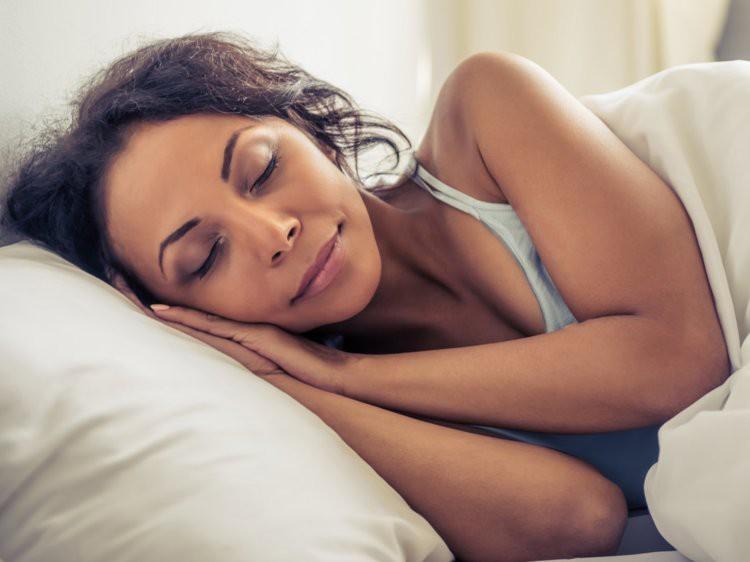 Khoa học chứng minh: Ngủ quá nhiều hoặc quá ít đều dẫn đến bệnh mất trí Alzheimer - Ảnh 2.