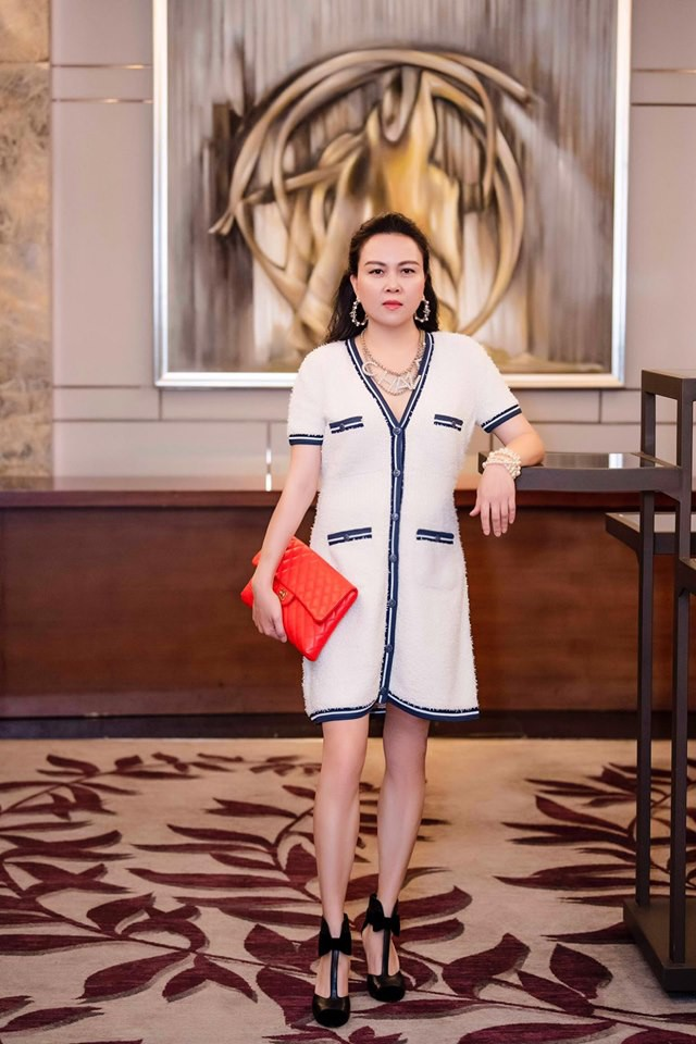 """Nhìn Phượng Chanel đụng hàng """"bà mẹ hot nhất Hollywood"""" mới thấy: Chi tiền tỷ sắm hàng hiệu cũng không quan trọng bằng việc này - Ảnh 1."""