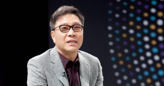 """Chỉ vì """"tham công tiếc việc"""" Chủ tịch SM - Lee Soo Man hứng chịu luồng chỉ trích lớn khi vắng mặt trong đám tang của Sulli - Ảnh 1."""