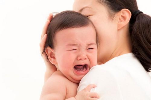 Cần làm gì khi trẻ sơ sinh khóc dạ đề? - Ảnh 1.