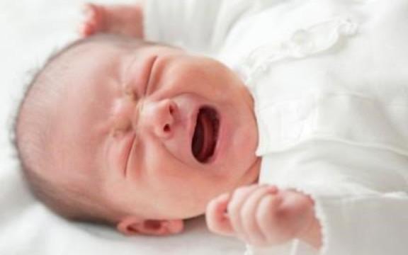 Bác sĩ Trương Hoàng Hưng lý giải về hiện tượng hễ khóc là bé khóc ngằn ngặt đến tím tái, xanh xao