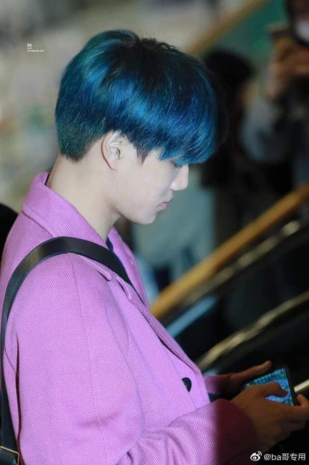 Giữa lúc người người vẫn còn thương tiếc trước sự ra đi của Sulli, Kai (EXO) bị chỉ trích vì không những mặc đồ màu hồng còn tươi cười   - Ảnh 3.