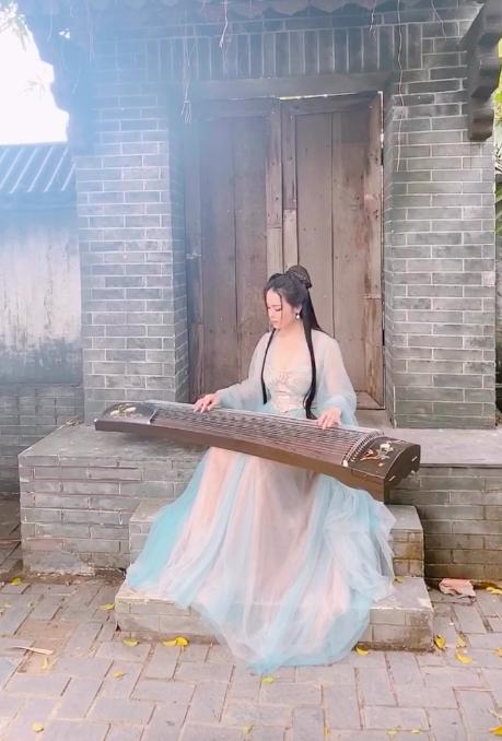 """""""Tiếng sét trong mưa"""": Nhật Kim Anh bất ngờ tung ảnh cổ trang, đẹp thoát tục đến mức fan quên luôn Thị Bình - Ảnh 7."""