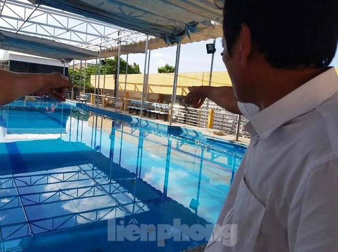 Nam sinh lớp 7 chết bất thường tại bể bơi của phường - Ảnh 1.
