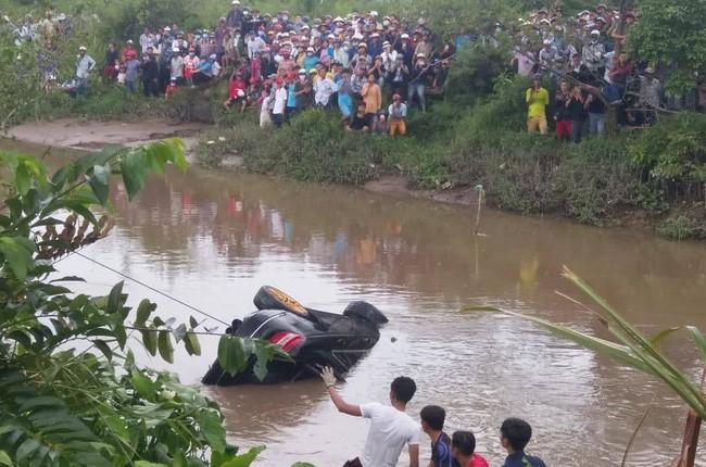 Hé lộ danh tính 3 người tử vong trong xe ô tô sau khi rơi xuống kênh mất tích - Ảnh 1.