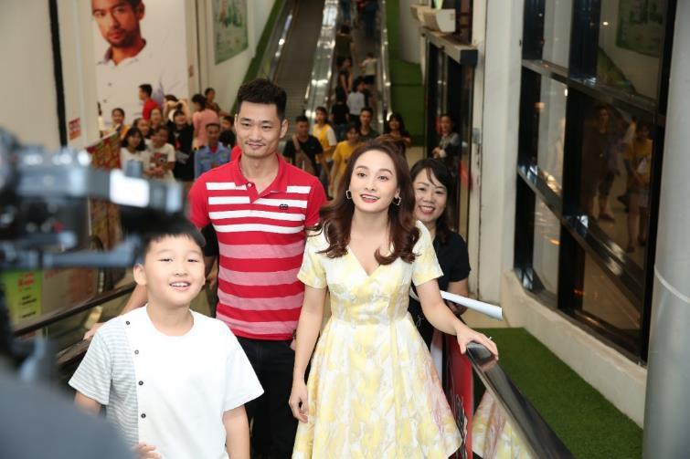 Bảo Thanh tràn năng lượng khuấy động khán giả Hải Phòng cùng shopping - Ảnh 1.
