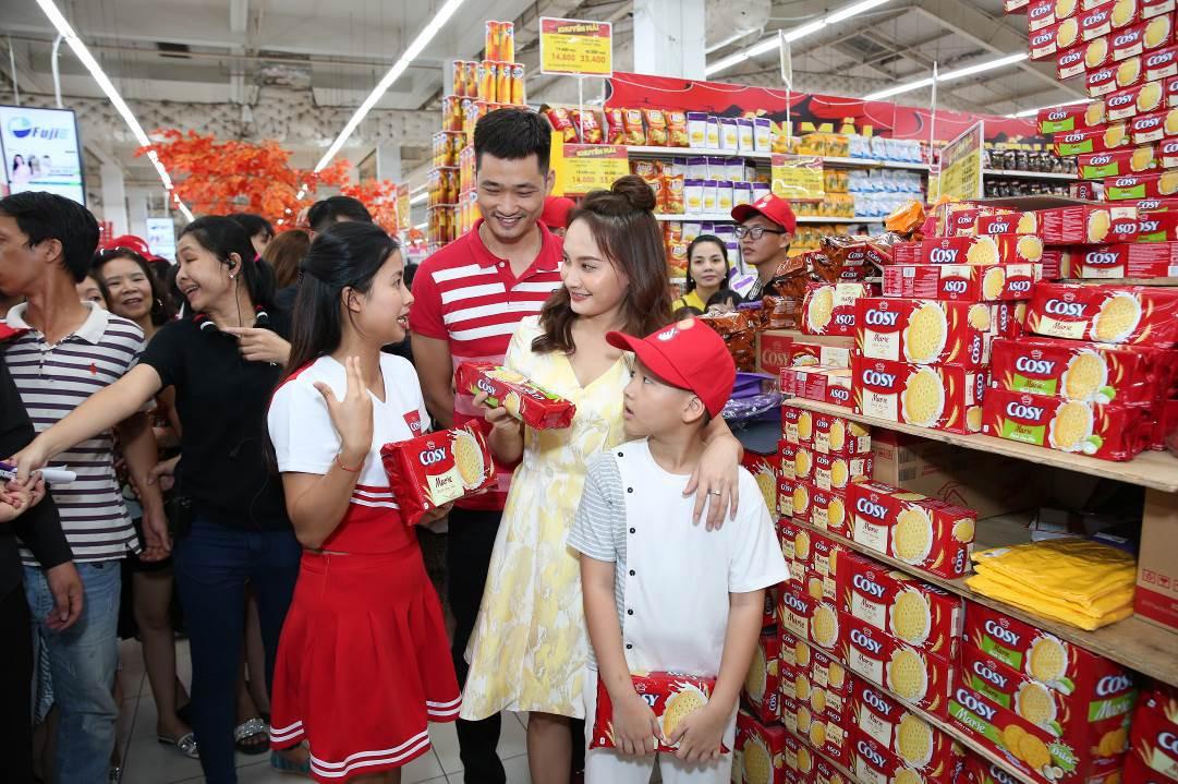 Bảo Thanh tràn năng lượng khuấy động khán giả Hải Phòng cùng shopping - Ảnh 2.