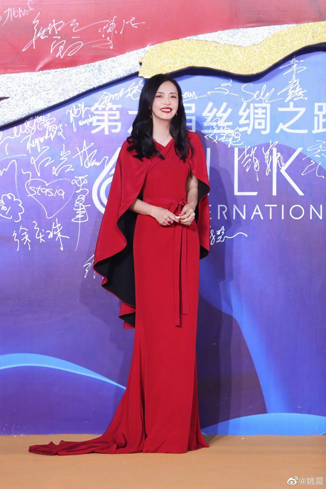 """Giữa tin đồn rạn nứt hôn nhân với Angelababy, Huỳnh Hiểu Minh sánh đôi bên """"mối tình đầu"""" Triệu Vy tỏa sáng tại Liên hoan phim Quốc tế Con đường tơ lụa năm 2019 - Ảnh 5."""