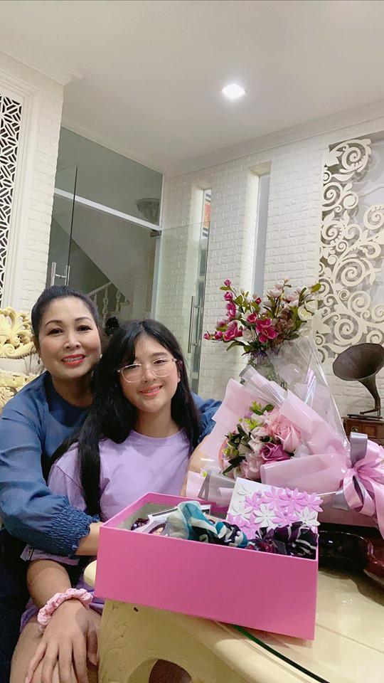 NSND Hồng Vân xúc động trước món quà ý nghĩa con gái út tặng dịp 20/10 - Ảnh 4.