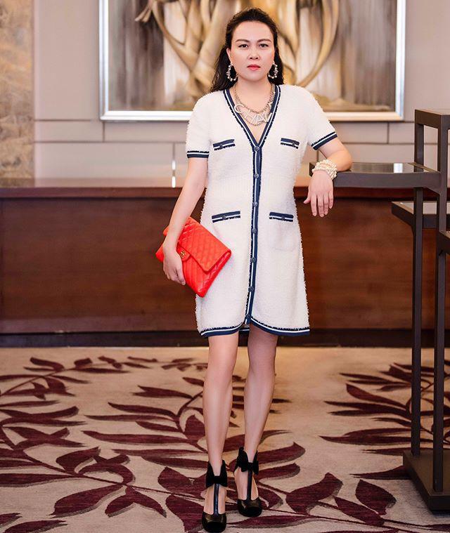 """Ngược đời thật sự: Phượng Chanel đeo thắt lưng thì bị chê hết lời, """"mang"""" lên cổ đeo lại có cái kết hoàn toàn khác - Ảnh 2."""
