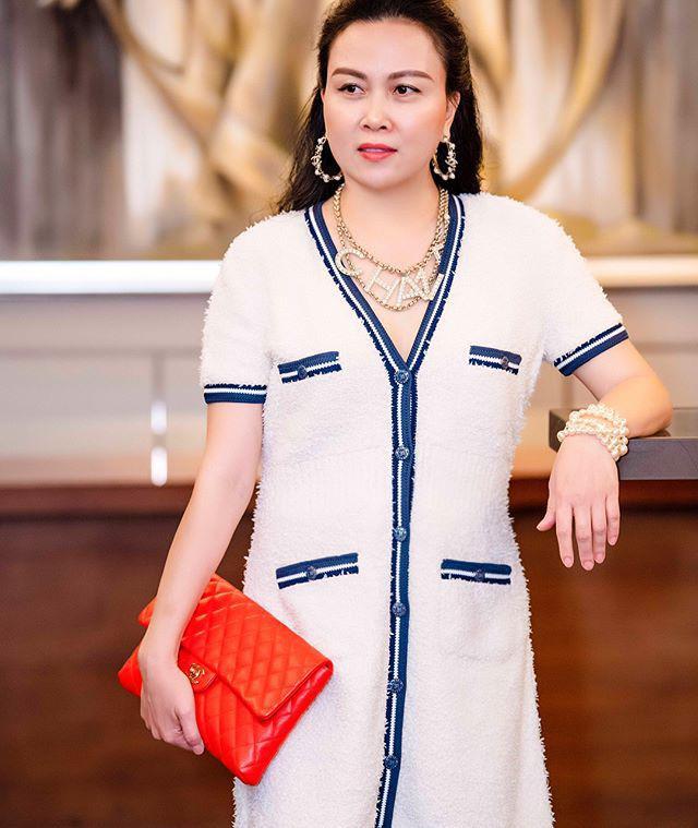 """Ngược đời thật sự: Phượng Chanel đeo thắt lưng thì bị chê hết lời, """"mang"""" lên cổ đeo lại có cái kết hoàn toàn khác - Ảnh 1."""