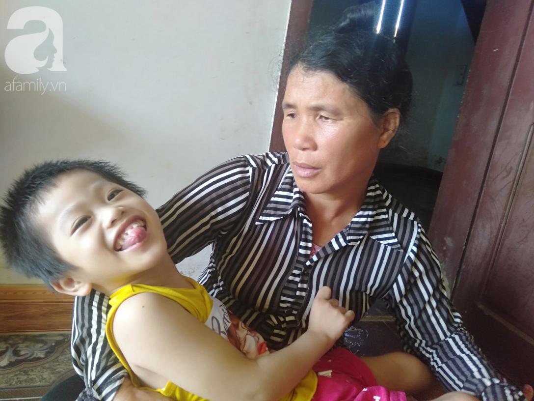 Bi kịch cha mẹ ly hôn vì sinh con tật nguyền và nỗi bất hạnh của đứa trẻ 5 tuổi bị bại não, có cha mẹ như không - Ảnh 9.