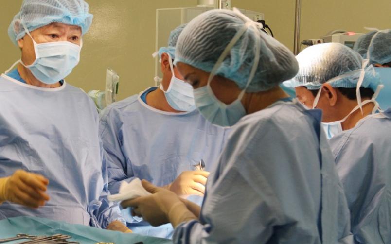 Tiểu ra máu, người đàn ông ngỡ ngàng phát hiện ung thư: Căn bệnh cứ 100.000 người thì có 4 người tử vong