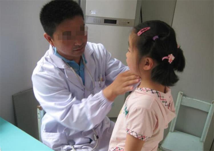 """""""Con gái rượu"""" 6 tuổi bị chảy máu vùng kín bất thường, mẹ nghe bác sĩ nói nguyên nhân mà hối hận không kịp  - Ảnh 3."""
