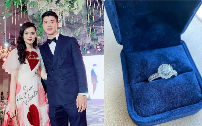 """Bạn gái khoe nhẫn kim cương rồi lấp lửng chuyện mời cưới, phải chăng cầu thủ Duy Mạnh sắp """"theo vợ bỏ cuộc chơi""""?"""