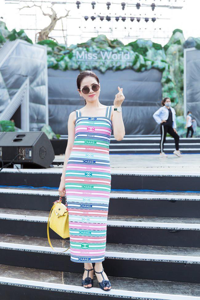 Sao Việt đi tổng duyệt: Người ưa mặc đồ rộng, người tận dụng mặc áo ngắn kheo eo triệt để  - Ảnh 10.