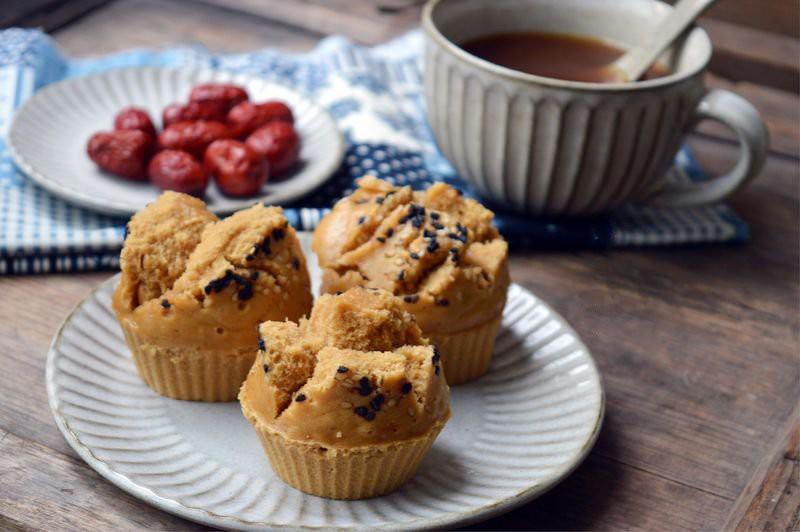 Mách bạn cách làm bánh cupcake ngon miệng đơn giản mà không cần lò nướng - Ảnh 1.