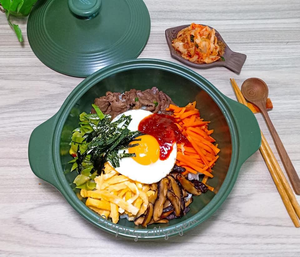 Dọn tủ lạnh, tôi làm ngay món cơm Bibimbap Hàn Quốc vừa nhanh vừa ngon lại vừa đẹp - Ảnh 1.