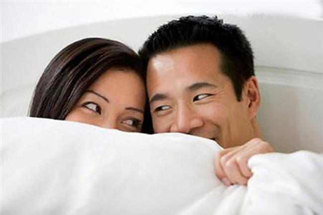 Thời điểm vợ nên kiên quyết từ chối thói quen chăn gối của chồng nếu không muốn ảnh hưởng tử cung - Ảnh 1.