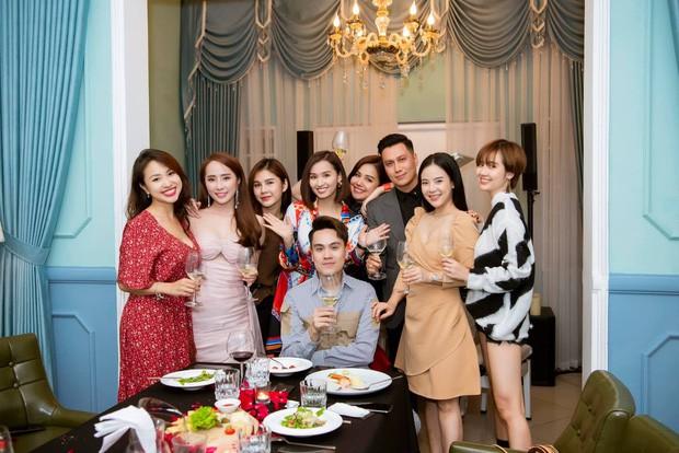 Lâu lắm mới thấy Việt Anh khoe hội bạn toàn trai xinh gái đẹp, lại còn tiết lộ điều ít ai để ý này - Ảnh 5.